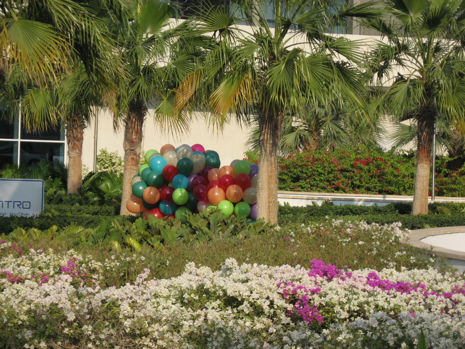 Abu Dhabi - Laufende Luftballons - Silvestervorbereitungen im Yas Island Rotana Centro Hotel